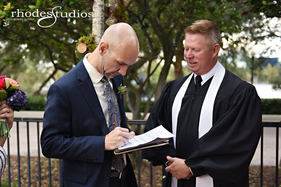 SC Officiant Glynn Ferguson at 310 Lakeside