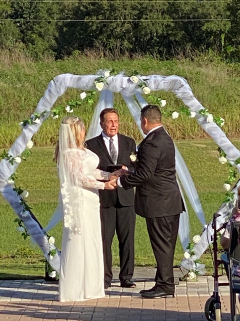 SC_Officiant Lon Tosi